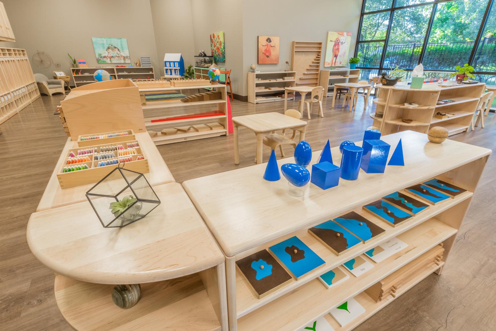Монтесори детски градини и училища